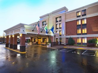 holiday-inn-express-herndon-exterior